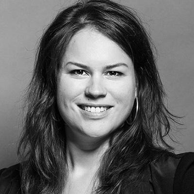 Jackie Gillies arbeitet als Drehbuchautorin und Filmemacherin und unterrichtet an der Christian-Albrechts-Universität zu Kiel schwerpunktmäßig den Bereich audiovisuelle Wissenschaftskommunikation.